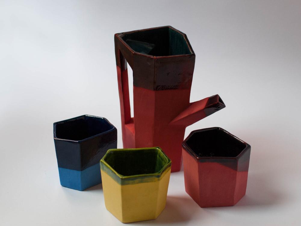Escaleno, cerámica de Andrés Gallardo. Diseño artesanal chileno