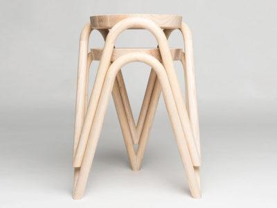 Vava, el taburete de estructura curva de Kristine Five Melvær