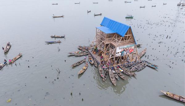 Escuela primaria flotante en Makoko (Nigeria), por NLÉ