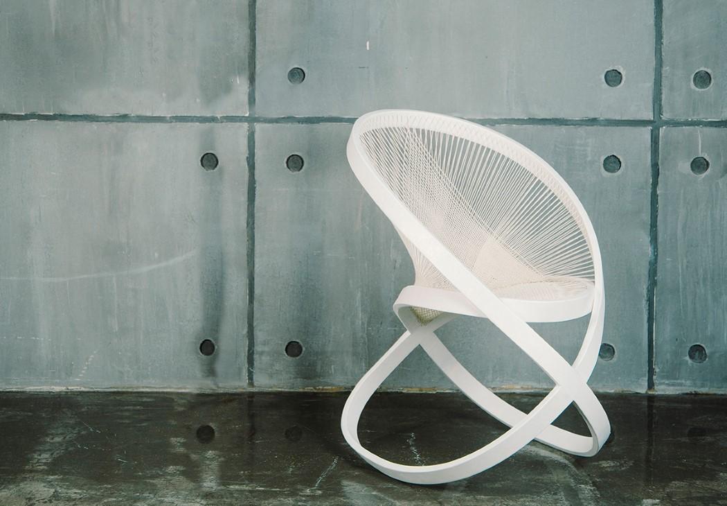 Torsion, la silla de Natalie Musorina inspirada en Naum Gabo