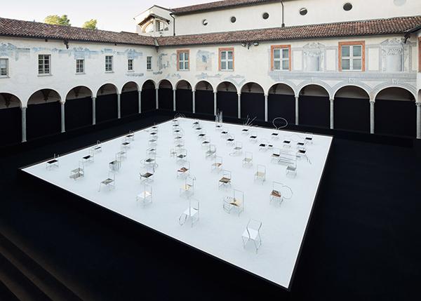 50 Manga Chairs, Facoltà Teologica dell'Italia Settentrionale, Milán. Nendo, 2016