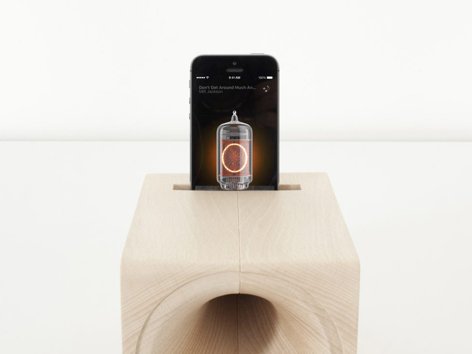 Louis, el sonido más vintage de Paolo Cappello. Altavoz de madera para teléfonos inteligentes