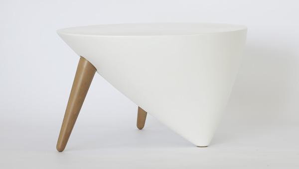 Mesa teca, colección Trifeet. Chadko