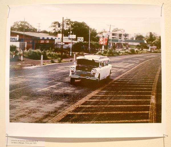 Margarita Montealegre, Limusina abandonada en la carretera de Masaya 1979. foto y video. Foto cortesía de la artista.