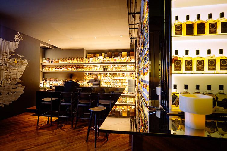 Quaich Bar, de LaGranja Design. La cata del whisky en Singapur