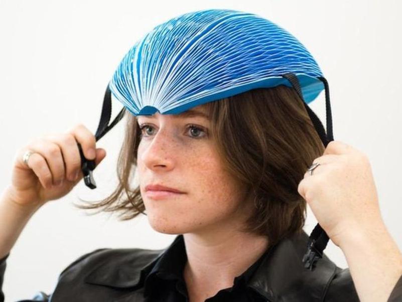 EcoHelmet, casco plegable de cartón de Isis Shiffer