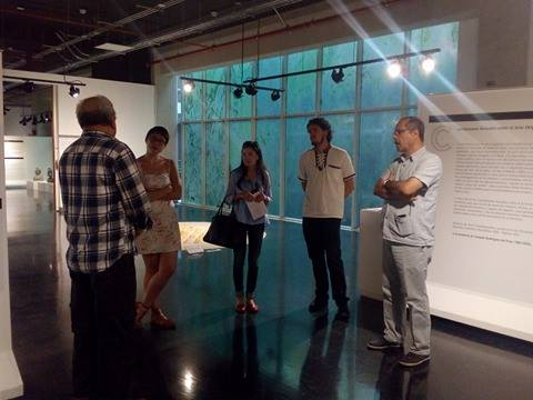Visita guiada del curador Quirós para personas de los departamentos de educación de museos afines. Foto cortesía del Museo del Jade.