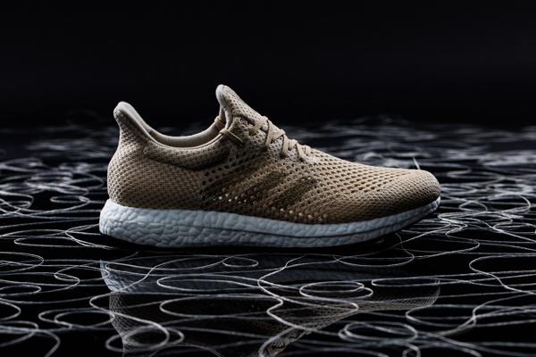 Zapatillas biodegradables | Fibra artificial con seda de araña | Futurecraft Biofabric, Adidas, 2016. © Hannah Hlavacek / Adidas Group