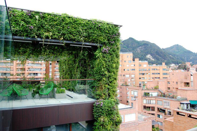 Estructura de jardín urbano, en Bogotá. El más grande del mundo