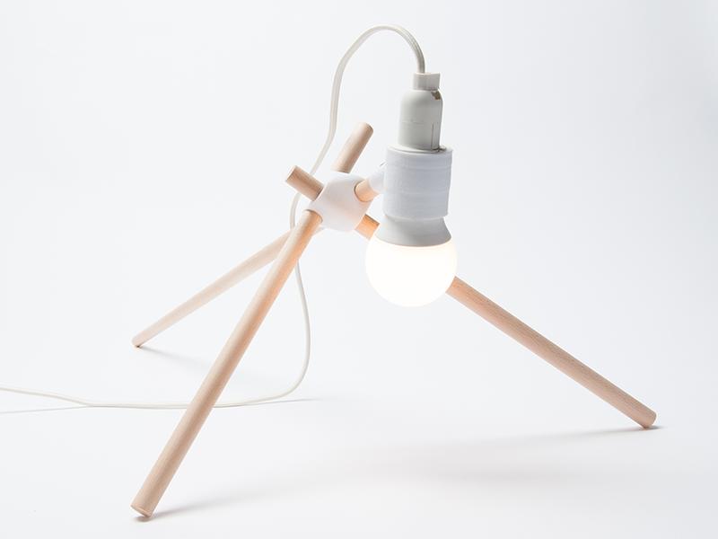 Drinking Giraffe, la lámpara flexible de Benedikt Dietz