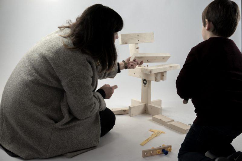Hamaika, de Unai Rollan. Una silla para niños de once piezas