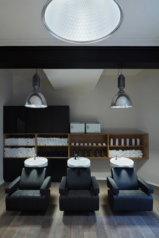 Tony Adam's Barbershop, OOOX, 2016 © BoysPlayNice