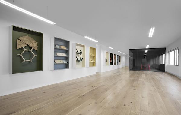 Exhibidores del espacio principal