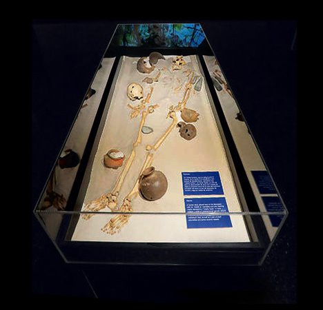 Recreación de un enterramiento en la muestra. Foto cortesía del Museo del Jade.