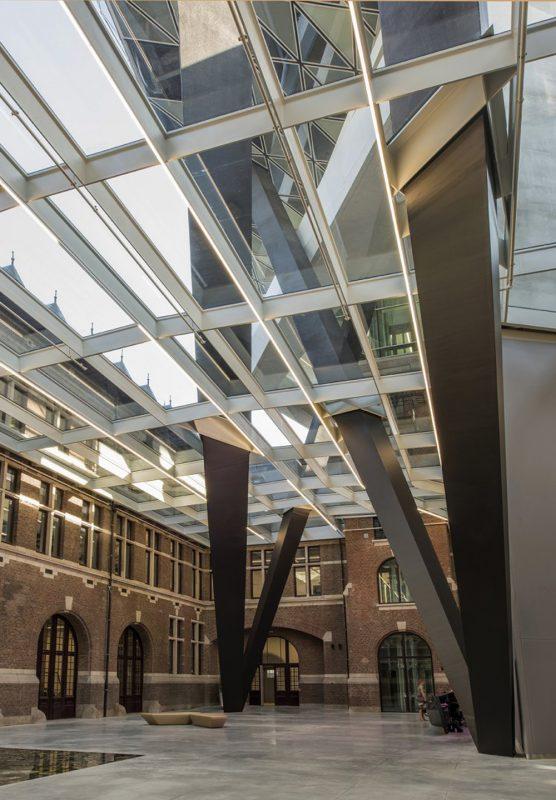 Zaha Hadid Architects diseña las nuevas oficinas portuarias de Amberes. Fotografía: Tim Fisher.