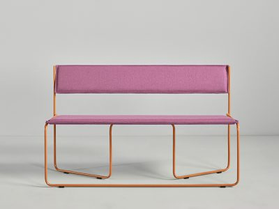 El banco Trampolín, creado por el estudio de diseño Cuatro Cuartos, es la nueva incorporación a The Novelties, la colección de la firma de mobiliario valenciana, Missana.