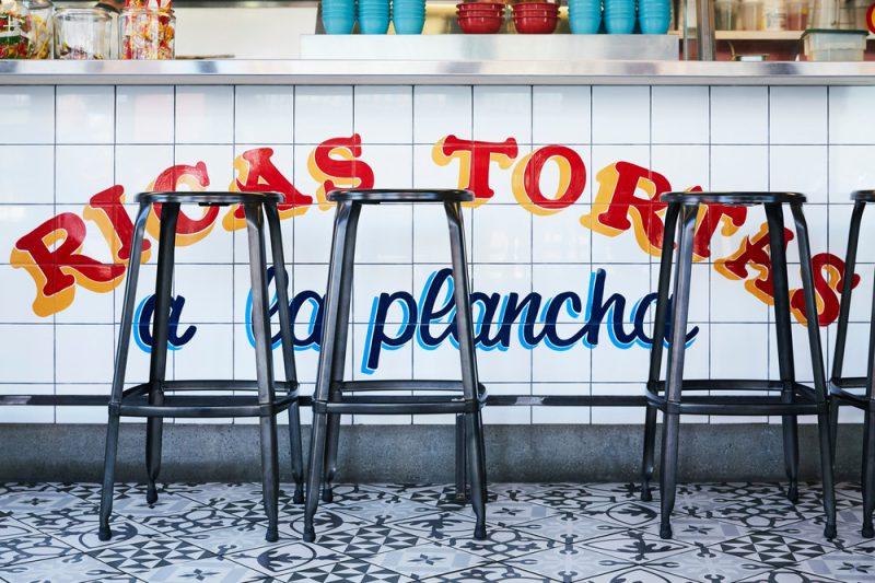 Tortería San Cosme, de +tongtong, el color de México invade Toronto. Fotografía: Naomi Finlay.