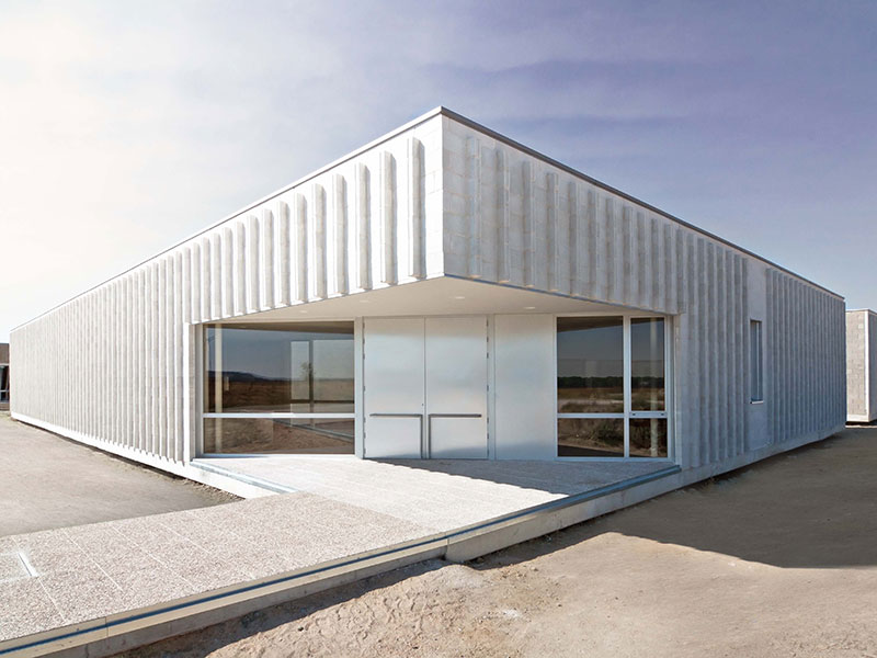 El hogar para mayores minimalista de Óscar M. Ares Álvarez en Valladolid