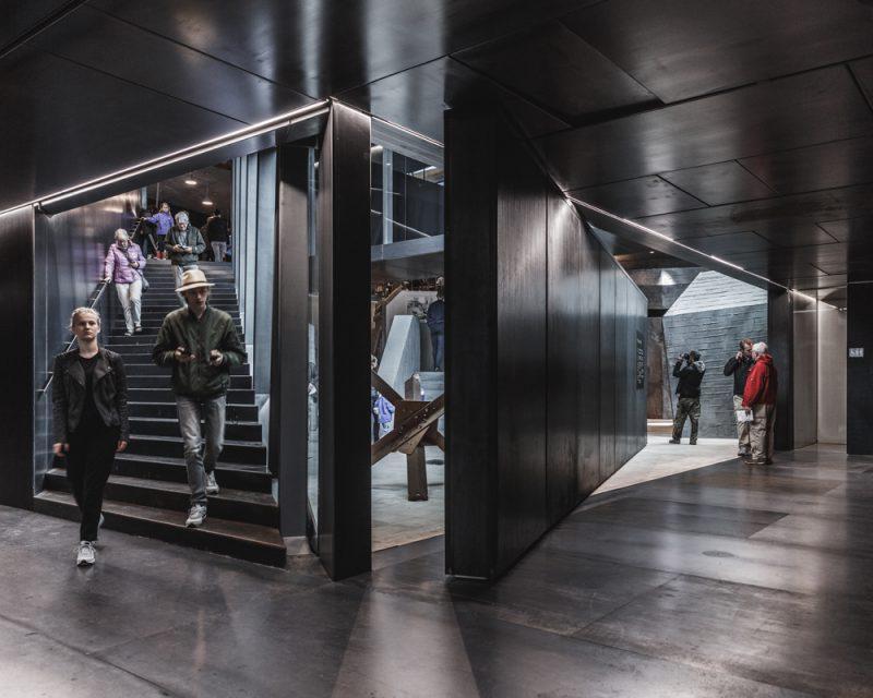 """Tirpitz Museum, el """"museo invisible"""" de BIG en Dinamarca. Foto: Rasmus Hjortshoj."""
