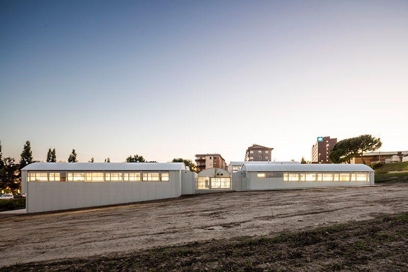 """Centro Médico Psicopedagógico, el """"edificio sano"""" de Comas-Pont Arquitectes"""