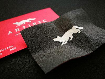 Tarjetas en papel de lija: un diseño de Iglöo para Artific