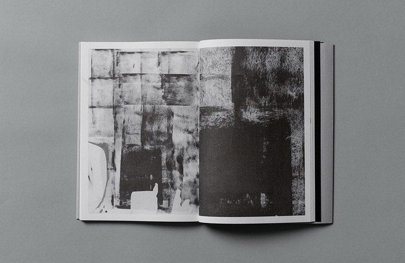 Un libro de poemas en blanco y negro. Diseño de Yi-Hsuan Li