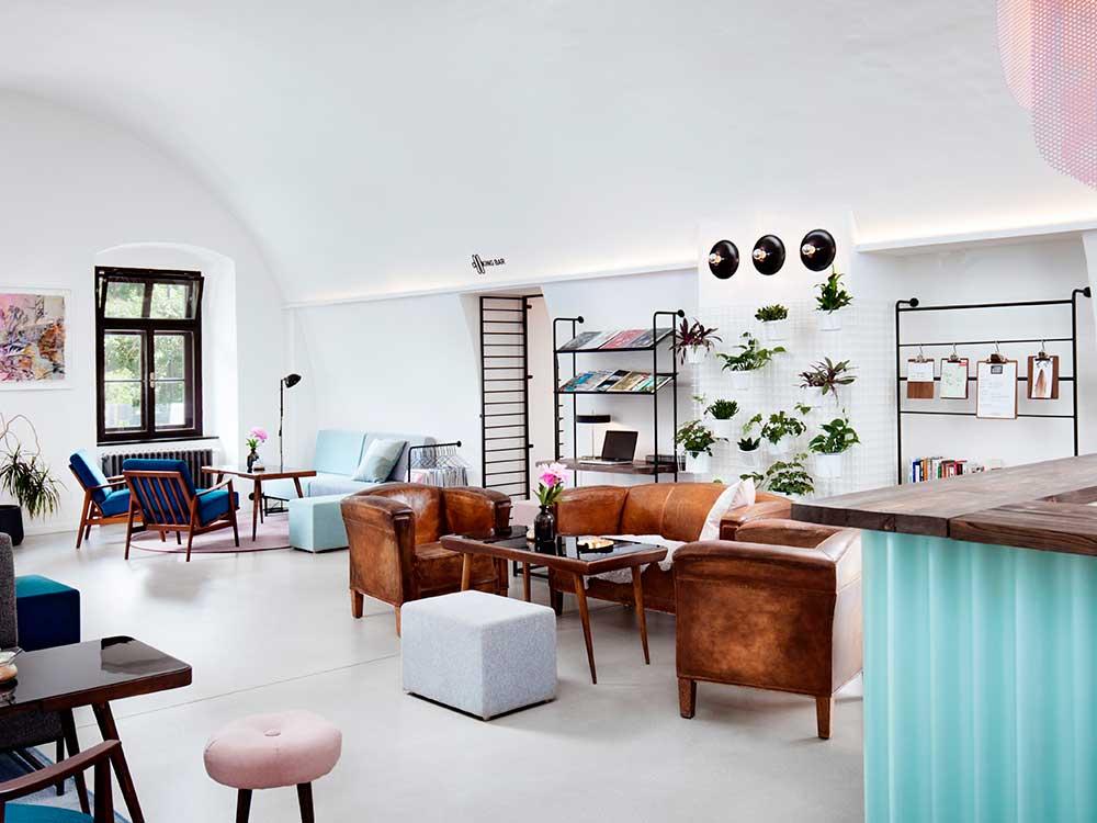 Long Story Short Hostel, de Denisa Strmisková. Diseño de interior para viajeros