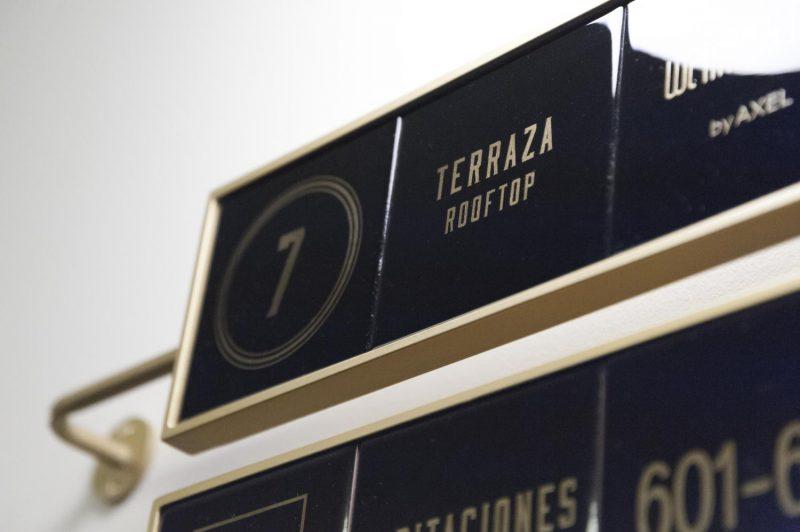 El Gallinero diseña la señalética de Axel Hotel Madrid