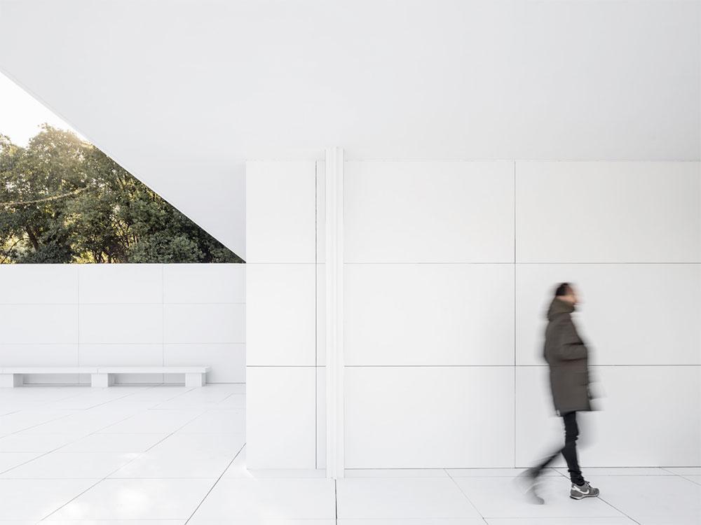 Intervención de Anna & Eugeni Bach en el pabellón Mies Van der Rohe de Barcelona