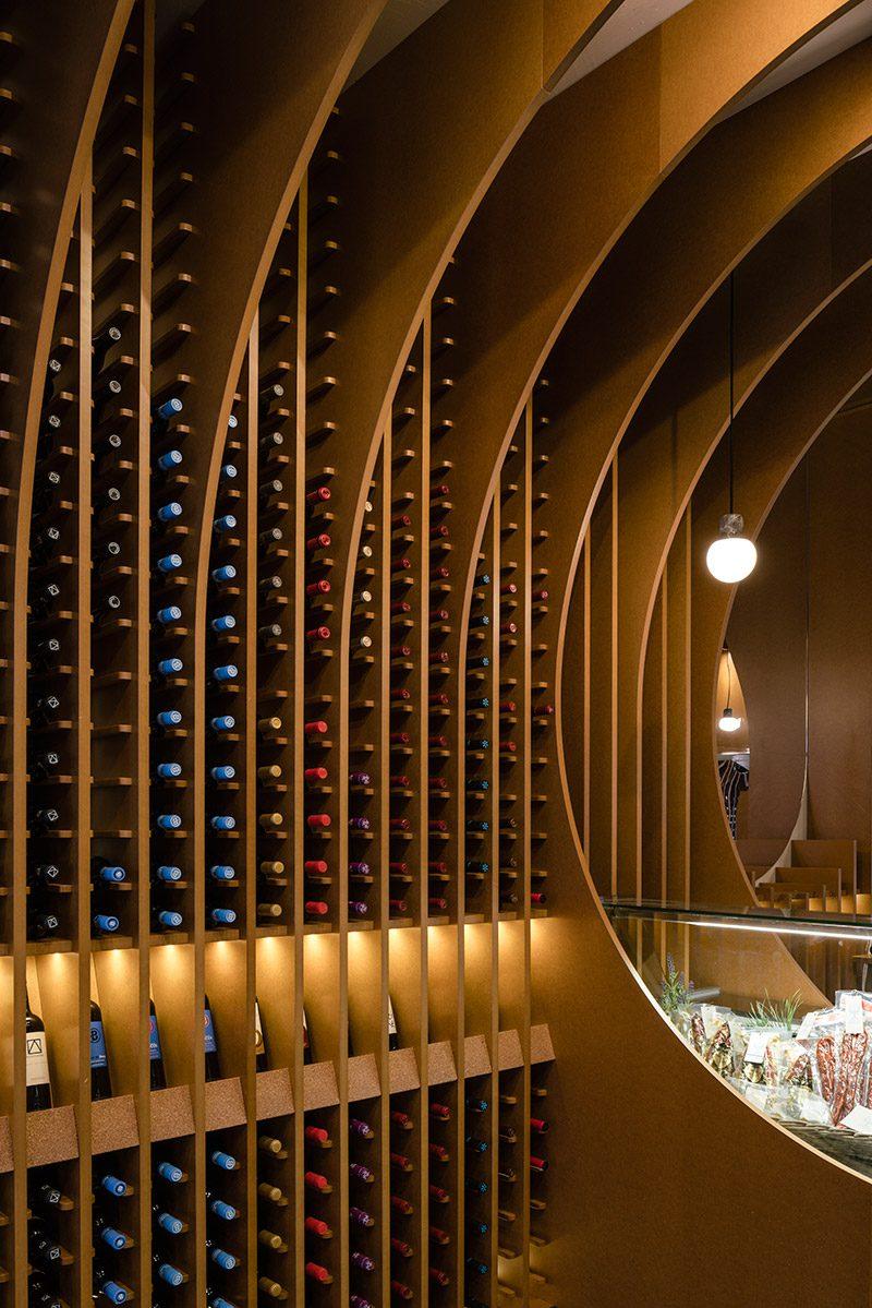 De Vinos y Viandas, la vinoteca abovedada de Zooco Estudio en Valladolid