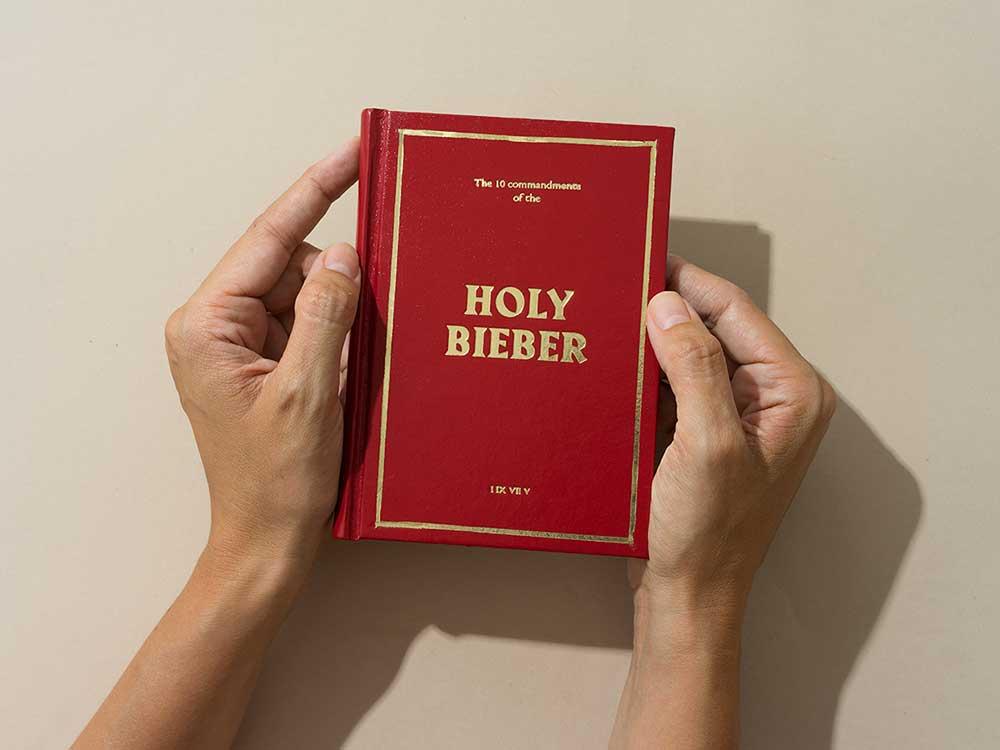 The Holy Bieber, la biblia para los fans de Justin Bieber