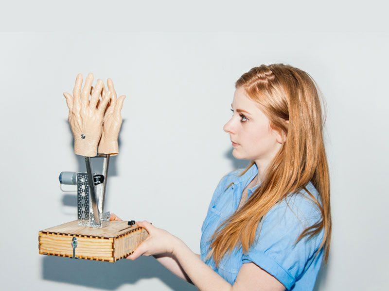 Simone Giertz, la reina de los robots. El triunfo del fracaso