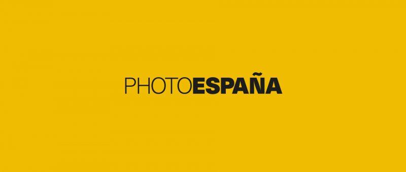 El festival de fotografía PHoto España sigue celebrando su 20 aniversario mediante exposiciones y actividades.