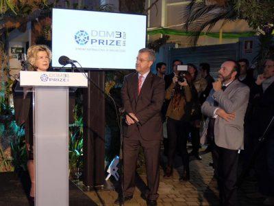 La presidenta de DOM3, Laura Pou, junto al alcalde de Estepona, José Mª Gª Urbano y el gerente de DEI-Homes, Antonio Bazán 2.