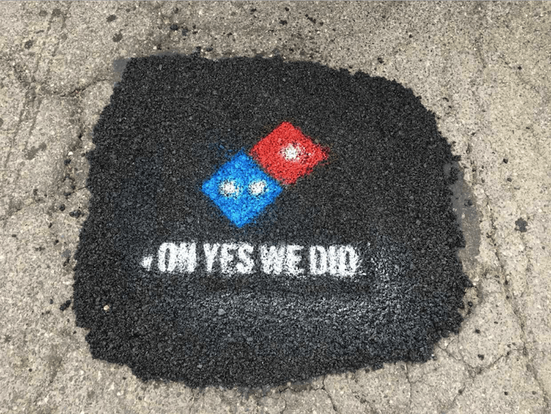 Paving for pizza, la campaña de Domino's para acabar con los baches