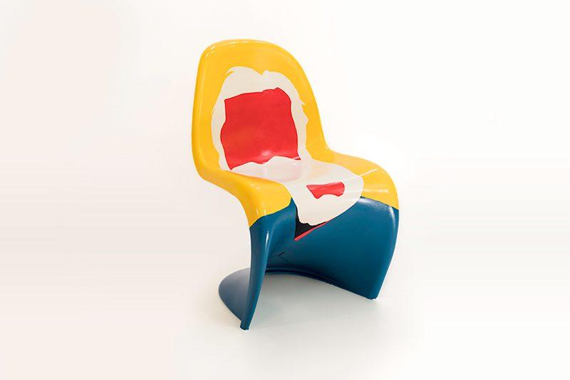 El homenaje de 5 artistas al 50 aniversario de la silla Panton