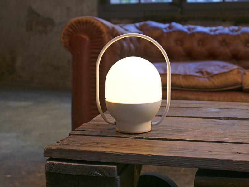 Take Away, la versátil luminaria portatil de Nahtrang para Faro Barcelona