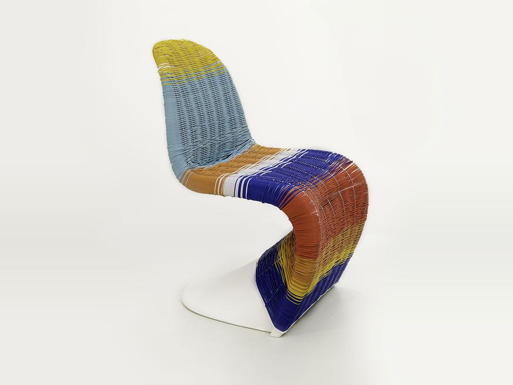 Un homenaje a la silla Panton en el 50 aniversario de su presentación
