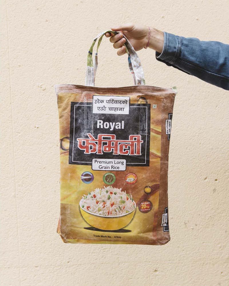 Hemper reutiliza bolsas de arroz para su nuevo packaging