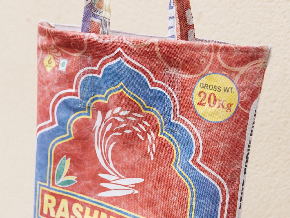 Hemper reutiliza bolsas de arroz indio para su nuevo packaging