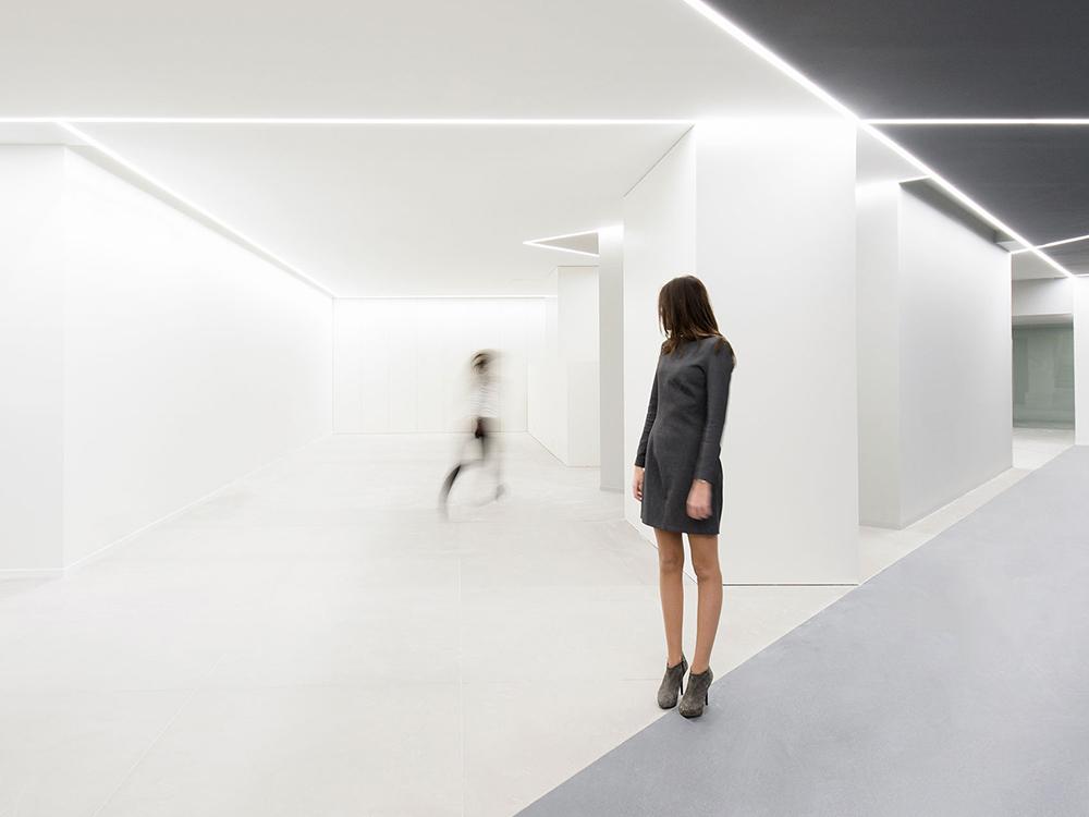 Oficinas de ARV. La luz como experience design