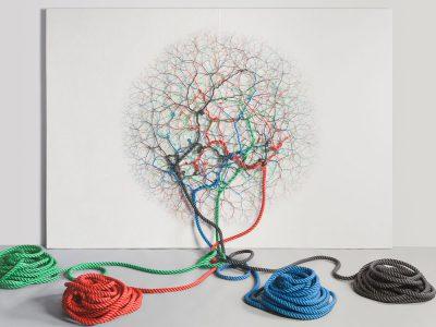 La artista brasileña explora sistemas independientes e interconectados