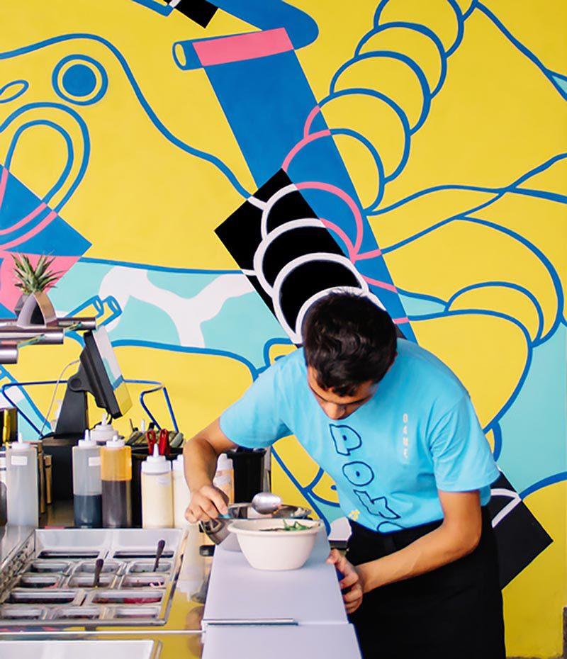 Diseño fresco y alegre en la identidad de Molo, creada por yeyé