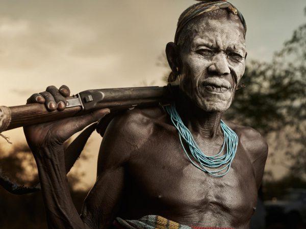 La fotografía tribal de Adam Kozioł. Tras un legado en extinción