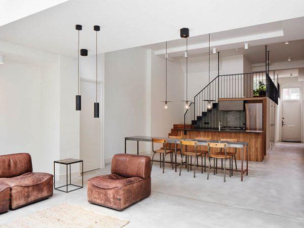 Un atelier convertido en residencia por el estudio Modijefsky