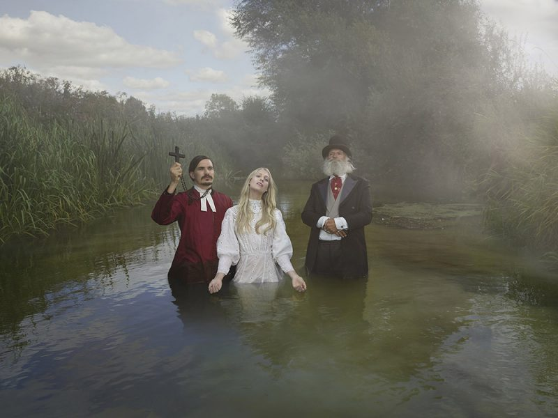 The Tales of Old Father Thames, la oda fotográfica de Julia Fullerton-Batten