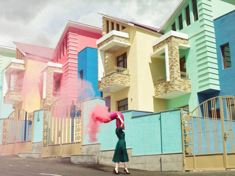 Karen Khachaturov: fotografía armenia, surrealismo pastel