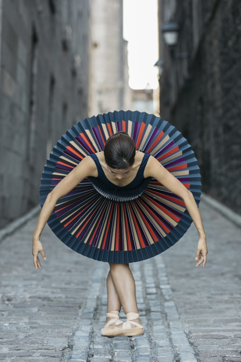 PLI.É, un proyecto de Pauline Loctin y Melika Dez. Danza, ciudades y papel doblado