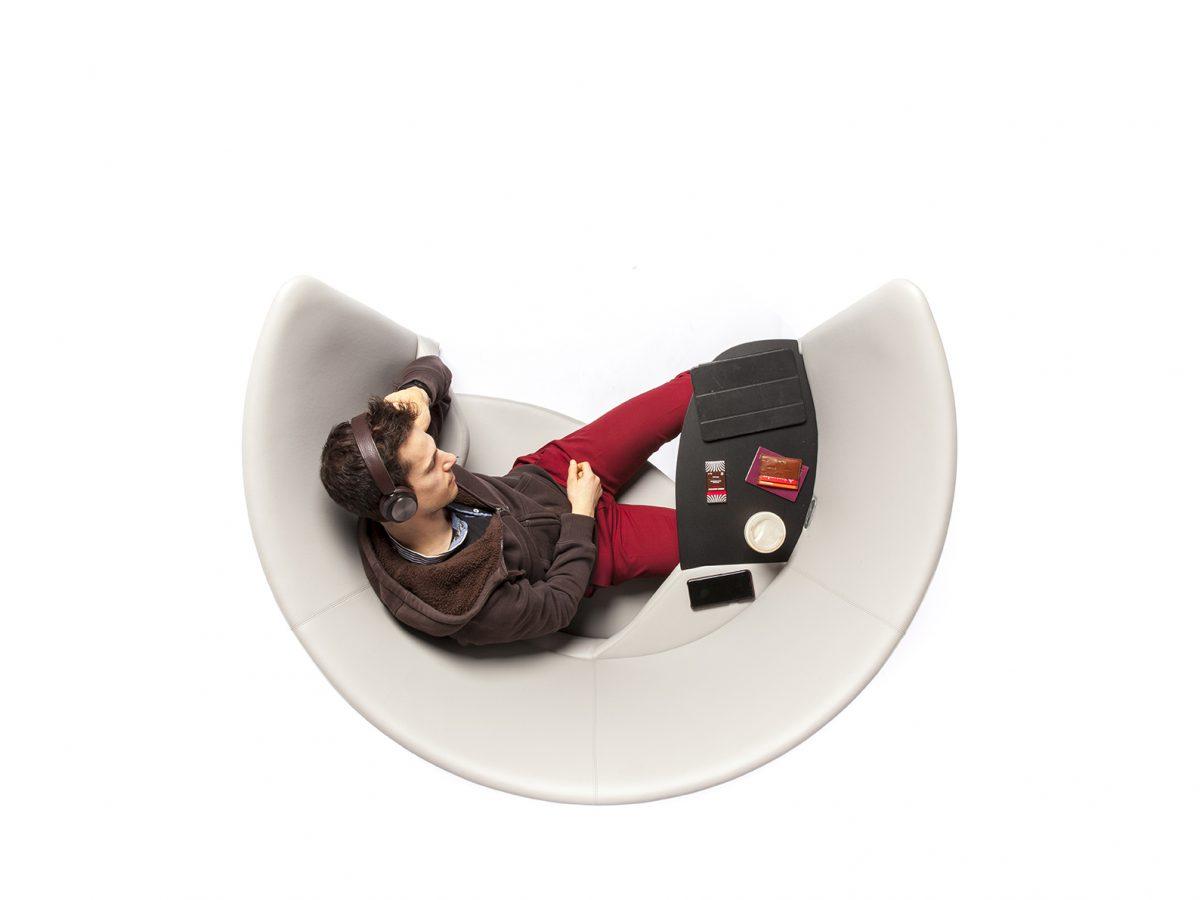 Cove Lounge Chair, de Foster + Partners. Privacidad en espacios públicos