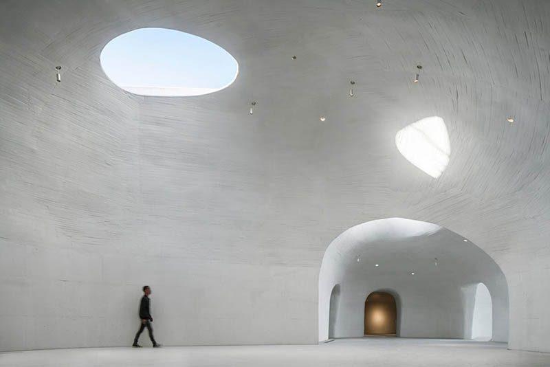 UCCA Dune, un museo de arte enterrado en la arena por el estudio Open
